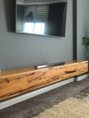 Recoleta floating TV unit