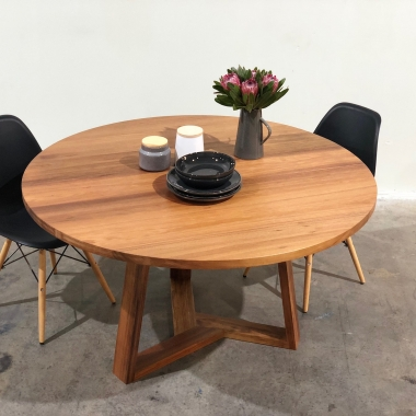 La Plata Dining Table